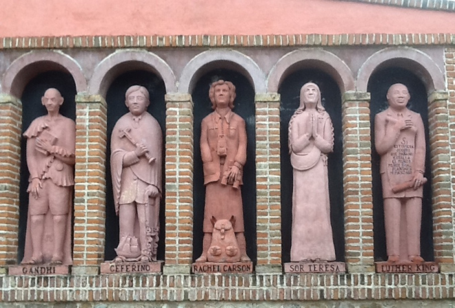 Monday's Monument: Statues on the Facade of the Museo Polifacético Rocsen, Nono, Argentina