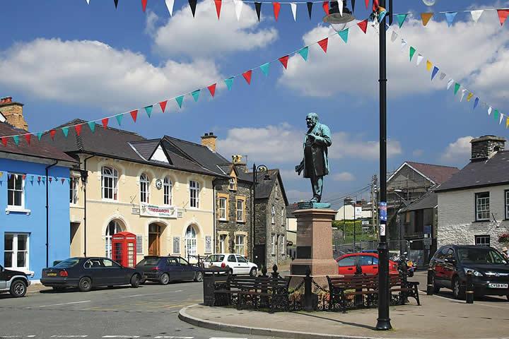 Monday's Monument: Henry Richard Apostle of Peace Statue, Tregoron, Wales